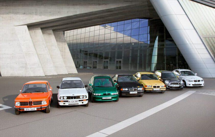 ป้องกัน: เปิดประวัติศาสตร์รถยนต์ไฟฟ้า BMW จากรถนำขบวนนักวิ่งโอลิมปิก สู่รถเอสยูวีไร้มลพิษ ชาร์จ 30 นาที วิ่งได้ 400 กม.